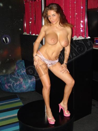 Adersse club strip tease say she